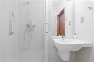 Kleines Bad Dusche : kleines bad einrichten mehr platz mit dusche zum wegklappen co ~ Markanthonyermac.com Haus und Dekorationen