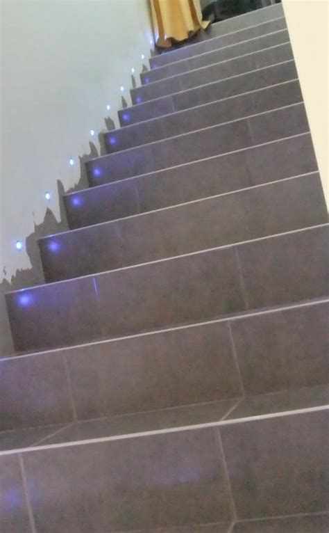 la mont 233 e des escalier sans les plinthes mais avec mes petites led bleu merci jean