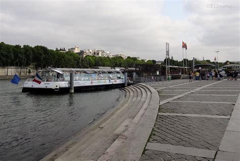 batobus along port de la bourdonnais by eutouring on deviantart