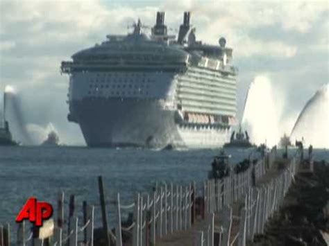What Is The Biggest Boat Show In The World by Raw Video World S Largest Cruise Ship Youtube