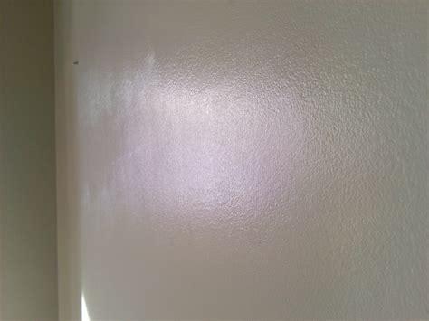peindre un mur traces de rouleau