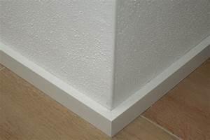 Fußleisten Weiß Holz : wei e fu leisten haus dekoration ~ Markanthonyermac.com Haus und Dekorationen