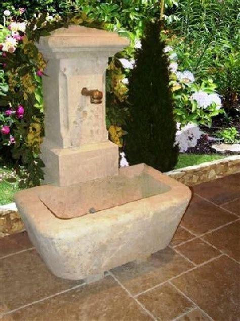 fontaine murale en de dordogne vieillie 1 sortie d eau vestiges de vente de