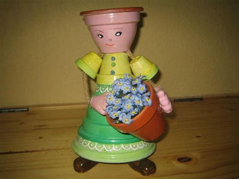 personnage avec des pots en terre cuite la fleuriste pot de terre cuite