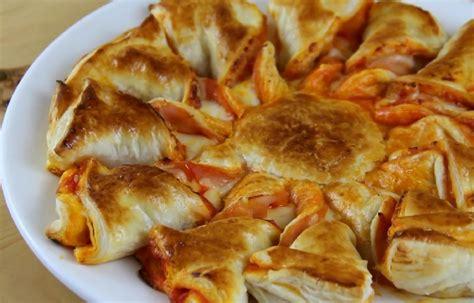 met du fromage et du jambon sur une p 226 te feuillet 233 e sa recette est tr 232 s facile et rapide