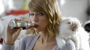A Year in the Life of Taylor Swift's Cats   Entertainment ...