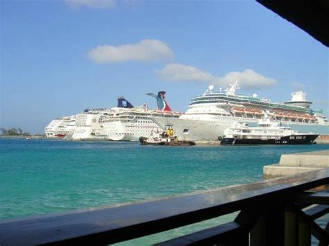 deck nassau bahamas reviews