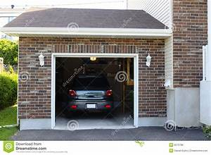 Auto In Der Garage : auto in der garage stockfoto bild von zustand dach wohn 6275786 ~ Whattoseeinmadrid.com Haus und Dekorationen