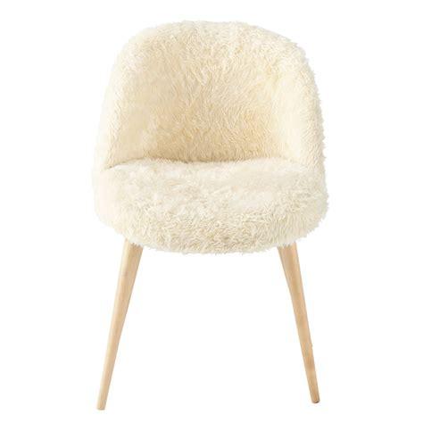 chaise vintage fausse fourrure et bouleau massif ivoire mauricette maisons du monde