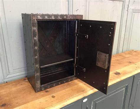 petit coffre fort rivet 233 1890