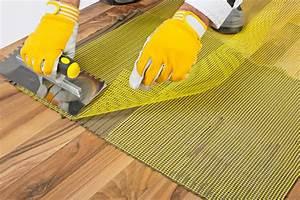 Entkopplungsmatte Auf Holz Verlegen : fliesen auf holz verlegen so wird 39 s gemacht ~ Markanthonyermac.com Haus und Dekorationen