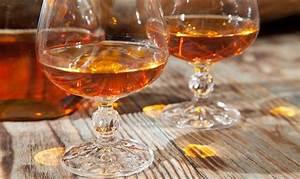 Alkohol Geruch Loswerden : cognacflecken entfernen ~ Markanthonyermac.com Haus und Dekorationen