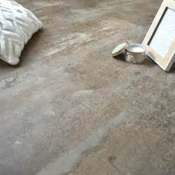 sol en dalles pvc clipsables imitation b 233 ton gr 232 ge chez decoweb sol pvc beton le sol