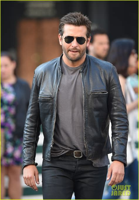 Bradley Cooper Makes A Mad Dash Down The Street For His Latest Film! Photo 3172334 Bradley