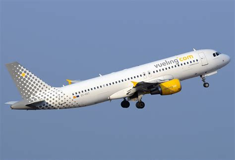 File:Vueling Airlines Airbus A320-214 EC-KKT.jpg - Wikimedia Commons