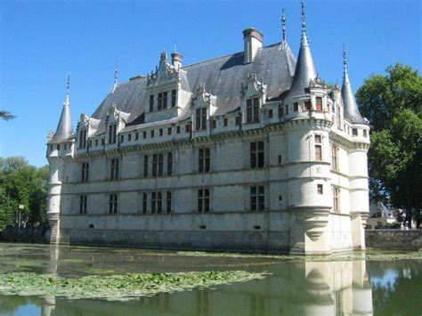 cycling the loire valley chateau azay le rideau green jersey cycling tours cycling