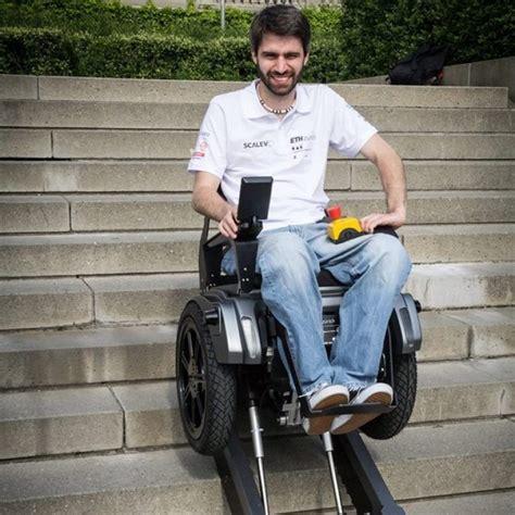 vid 201 o le fauteuil roulant scalevo qui monte les escaliers invent 233 par des 233 tudiants