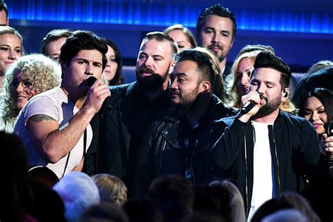 Dan + Shay Perform Acoustic Version Of 'tequila' At The
