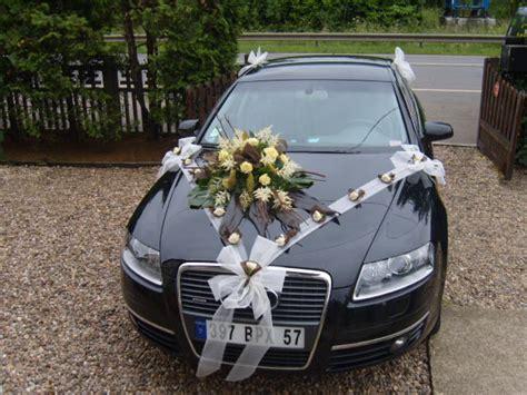 d 233 cor de voiture fleurs mariage fleurs home fleuriste fameck mariage bourgeois voiture