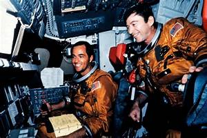 Astronaut John Young, 9th man on moon and commander of ...