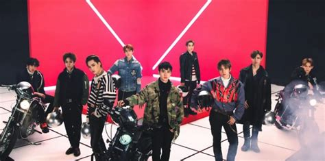 10 Moments From Exo's