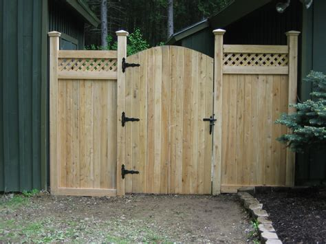 Fence - Gate : Wooden Fences With Metal Gate