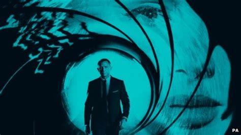 Adele's Bond Theme, Skyfall, Tops Itunes Chart