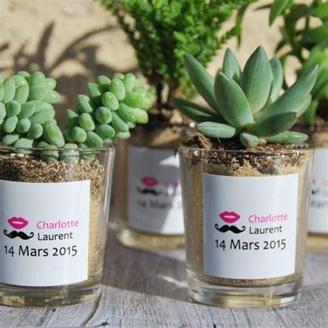 succulentes avec pot en verre personnalis 233 aux pr 233 noms des mari 233 s cadeau invit 233 s mariage