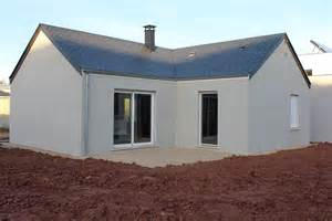 terrasement de la maison et vue de l interieur maison phenix en aveyron