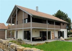 Engelhardt Und Geissbauer : einfamilienhaus holzhaus satteldach holzfassade modern balkon holzterasse modern eckfenster ~ Markanthonyermac.com Haus und Dekorationen