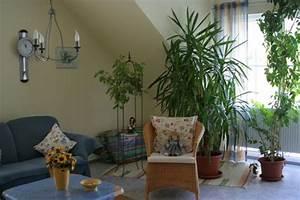 Pflanzen Für Wohnzimmer : ferienwohnung dietz bad staffelstein ferienwohnung bilder wohnzimmer ~ Markanthonyermac.com Haus und Dekorationen