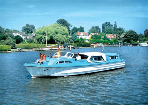 Holiday On A Boat Uk by Boat Trip To Beccles From Geldeston Along River Waveney